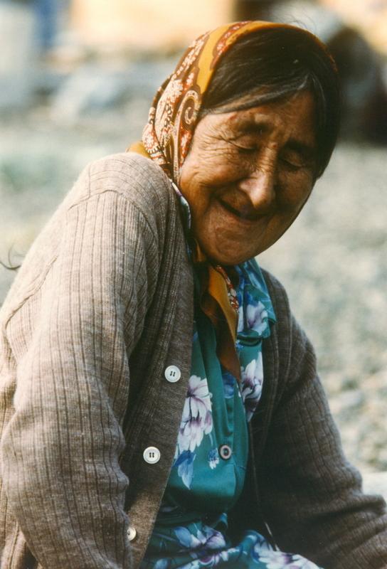 https://arrl-web002.artsrn.ualberta.ca/icrc/201801-upload/Qikiqtaruk - Herschel Island- Cultural Study/Herschel Is- Cultural Study- Jean Tardiff at Shingle Point 1990  Yukon Heritage Branch.jpg