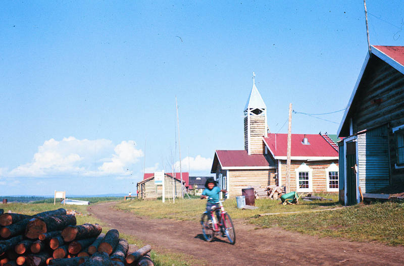 https://arrl-web002.artsrn.ualberta.ca/icrc/ICRC-PDF/Dr. Hunt Photos/Dr. D.E. Hunt photos - Inuvik 1968-69 133.jpg