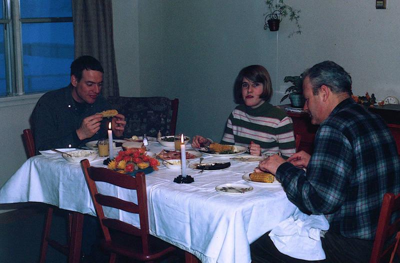 https://arrl-web002.artsrn.ualberta.ca/icrc/ICRC-PDF/Dr. Hunt Photos/Dr. D.E. Hunt photos - Inuvik 1968-69 115.jpg