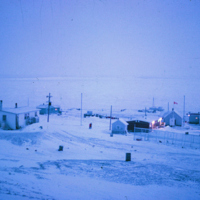 https://arrl-web002.artsrn.ualberta.ca/icrc/ICRC-PDF/Dr. Hunt Photos/Dr. D.E. Hunt photos - Inuvik 1968-69 154.jpg